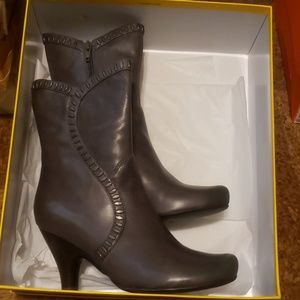 Shoes - EUC booties